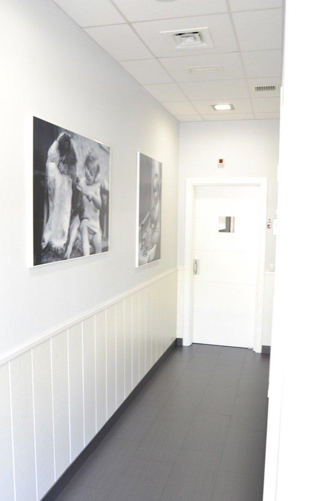 Interior - pasillo clinica dental qboca